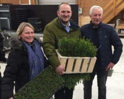 Statsråd Jon Georg Dale besøkte planteskolen på Kvatninga