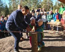 Storfint besøk på åpning av gapahuk på Konnerud (Drammen)